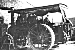 Harold Wood's traction engine at White House barn c.1945